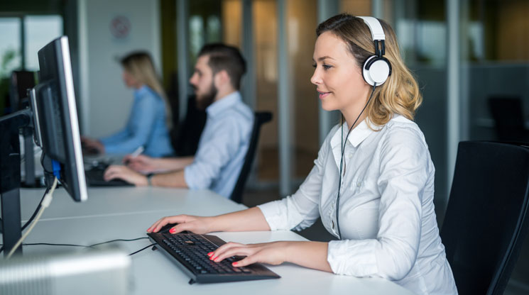 Does Listening to Music While Working Actually Make You More Productive?